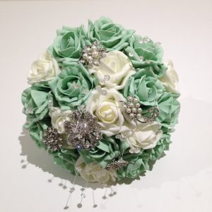 Green rose posy with white accent