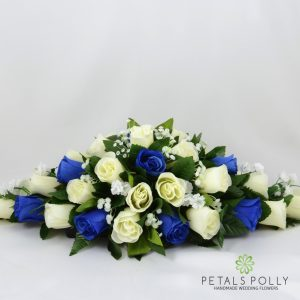Artificial royal blue and ivory rose top table decoration